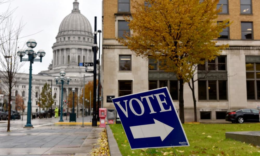 Wisconsin pushes ahead with presidential primary despite coronavirus fears