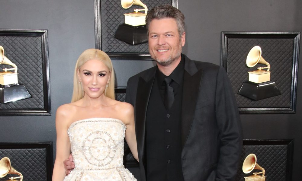 Gwen Stefani gives Blake Shelton a quarantine haircut during his 'Tonight Show' interview