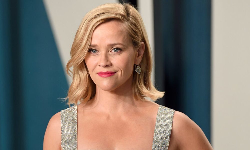 Reese Witherspoon shares '90s throwback photo: 'There's a lot to unpack here'