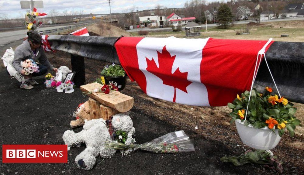 Canada shooting: Police defend lack of emergency alert