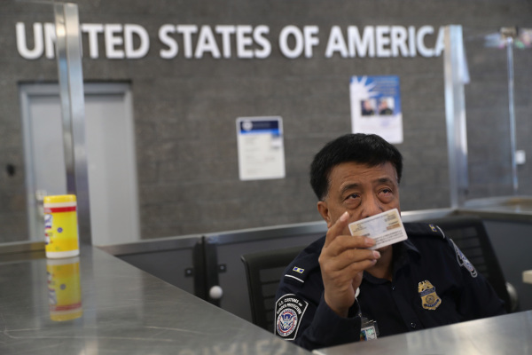 Twitter, Reddit challenge US rules forcing visa applicants to disclose their social media handles