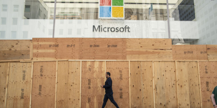 "Microsoft's ""new approach"" to retail stores: closing them forever"