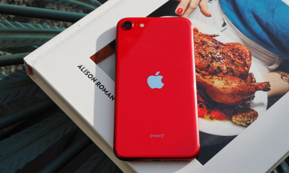 iOS 14 Beta Hints Smaller iPhones Are Back on the Menu