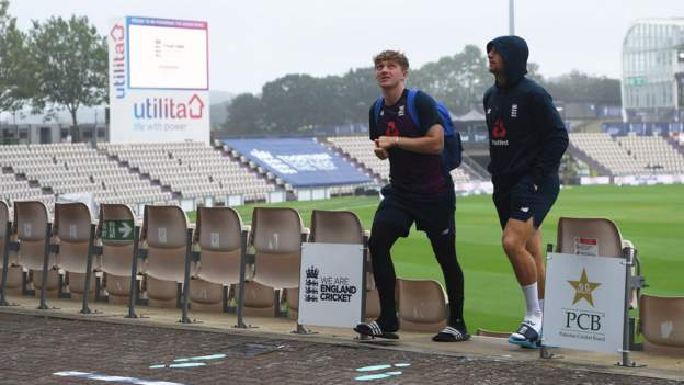 England v Pakistan: Weather delays day three of second Test