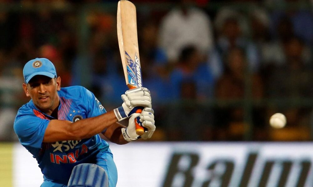 Hinterland to centrestage, Dhoni ends journey with enigma intact – Reuters India