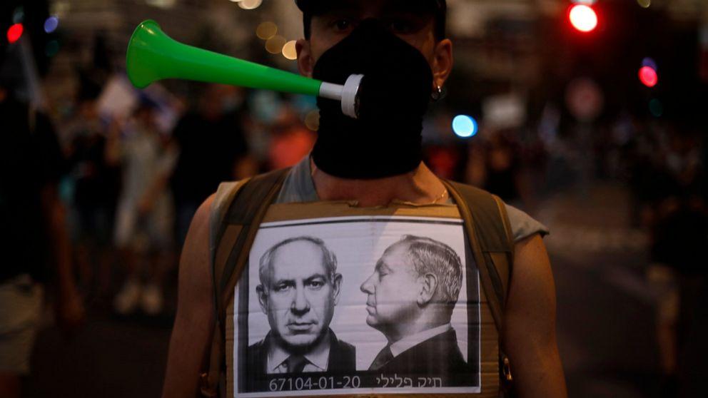 Israelis block entrance to parliament amid intense protests