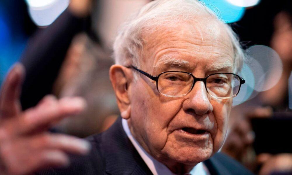 Warren Buffett's Berkshire Hathaway Unloads Bank Stocks – The Wall Street Journal