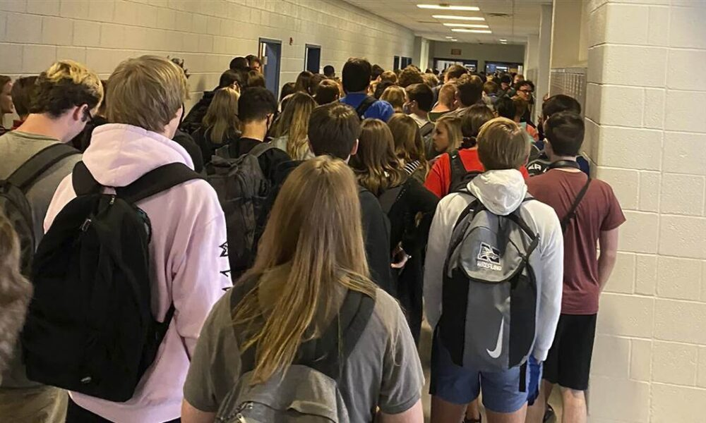 Georgia high school reverses suspension of student who tweeted viral photo