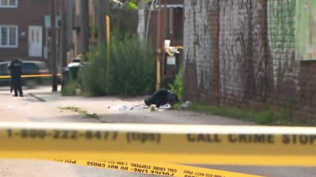 Police ID man, 22, stabbed to death near Dundas and Ossington – CP24 Toronto's Breaking News