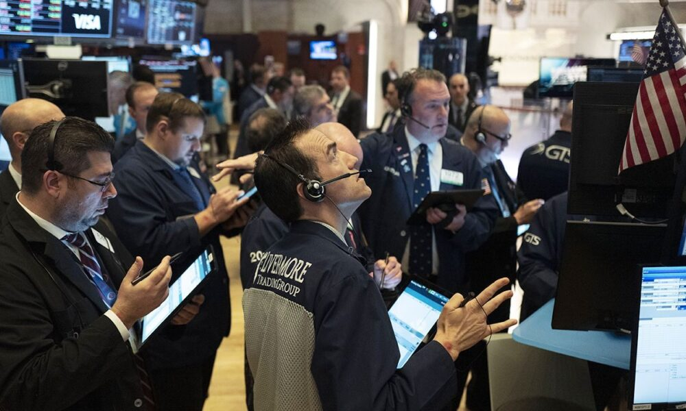 US stock futures point to gains on Wall Street